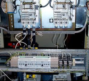 Шкаф АВР c двумя вводами от сети, резервным вводом от электроагрегата, и одной нагрузкой, выполненный на БУАВР.К, БУАВР.ЭА и автоматических выключателях с мотор-приводом.
