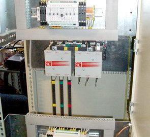 Шкаф АВР c двумя вводами от сети, резервным вводом от дизель-генератора, и одной нагрузкой, выполненный на БУАВР.К, БУАВР.ЭА и контакторах.