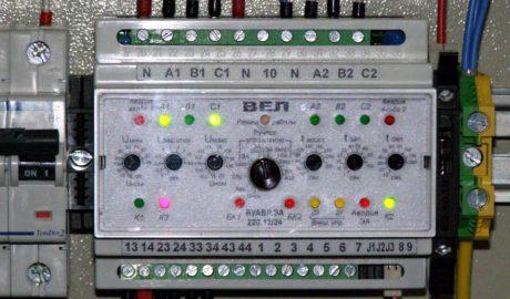 Шкаф АВР на 400А c основным вводом от сети, резервным вводом от дизель-генератора и одной нагрузкой. Управление дизель-генераторной установкой и переключателем нагрузки с мотор-приводом ATyS 3e ф.Socomec выполнено на БУАВР.ЭА.220.12/24