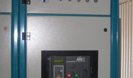 Щит АВР на автоматических выключателях LBA-32 с номинальным током 3150А на два ввода и одну нагрузку. Схема управления АВР выполнена на БУАВР.К.220.220.