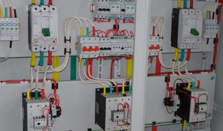 Вводно-распределительное устройство с АВР на 115А, c двумя сетевыми вводами и одной нагрузкой, выполнено на БУАВР1.220 и контакторах DILM115, ф.Moeller