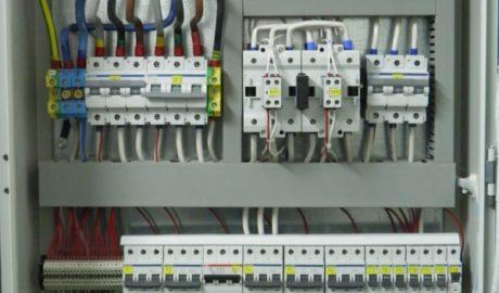 ЩИТ АВР на ток 100А для питания насосов пожаротушения. 2 ввода и одна нагрузка, выполнен на контакторах LOVATO BF110. Управление – на БУАВР.КИ.220