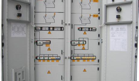 Щит АВР 250А на контакторах, c двумя сетевыми вводами и резервным вводом от дизель-генератора, двумя группами равнозначных нагрузок I категории, с двумя секционными выключателями. Схема управления АВР выполнена на БУАВР.2С.220 и двух блоках БУАВР.ЭА.220.12/24.
