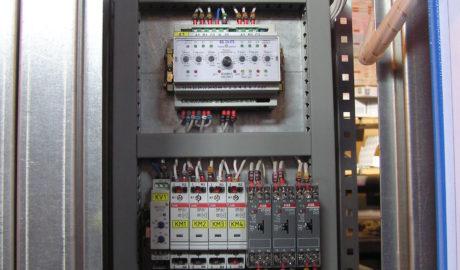 ЩИТ АВР на ток 1600А. выполнен на автоматических выключателях Emax ф.АВВ 2 ввода и две нагрузки с секционным выключателем. Управление – на БУАВР.С.220.220.Т.