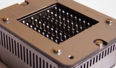 Приспособление для лазерной порезки платины. Вырезка и сварка деталей приспособления выполнена c помощью технологии лазерной обработки.